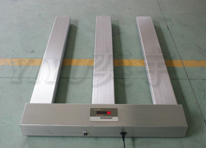本款E型电子地磅选用了304全不锈钢材质制造,采用高精度称重传感器,用后可竖立存放,不占地方,移动方便