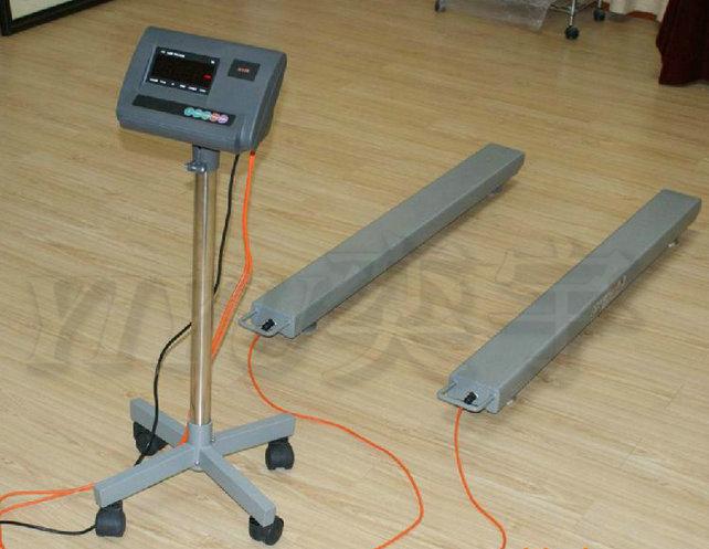 条形电子秤也称为条形电子地磅,它最大量程只能做到3吨,条形电子地磅方便实用!